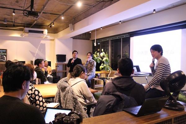 写真は1月に開催したライター交流会&トークセッションの様子です。