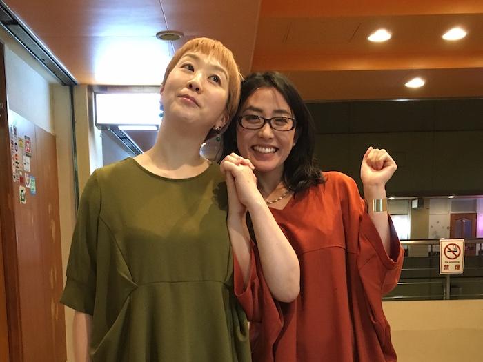 写真は、たまたま同じような服(色違い)でダブった感のあるサエママ(右)とまどチーママです。